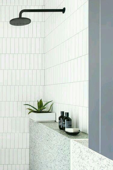 Deze douche lijkt wat ouder, maar dat is hij niet! Is deze stijl van tegels iets voor jou?