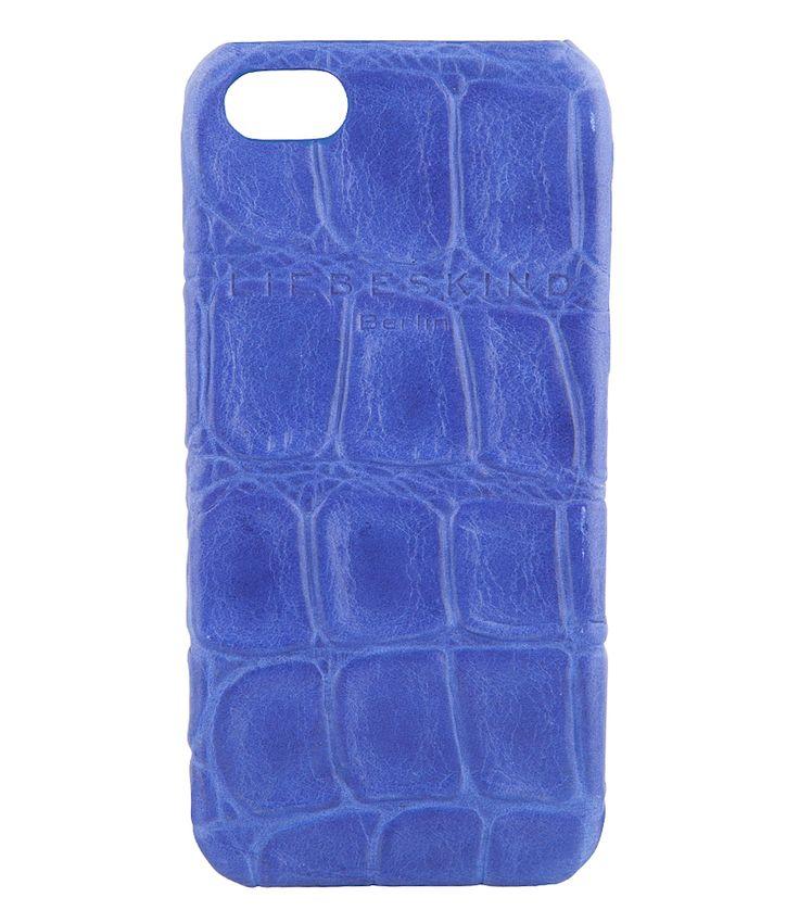 Een opvallend en chique hoesje van Liebeskind. De iPhone 5 cover biedt ultieme bescherming aan je iPhone 5 of iPhone 5S door het stevige materiaal en afwerking (€29,90)