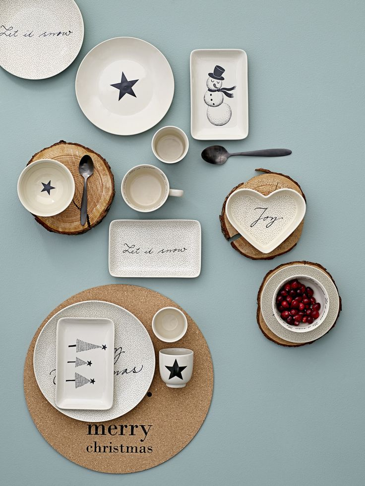 1000 Ideas About Christmas Dinnerware Sets On Pinterest