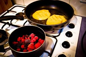Paleomix: PALEO PANCAKES WITH BERRY COMPOTE