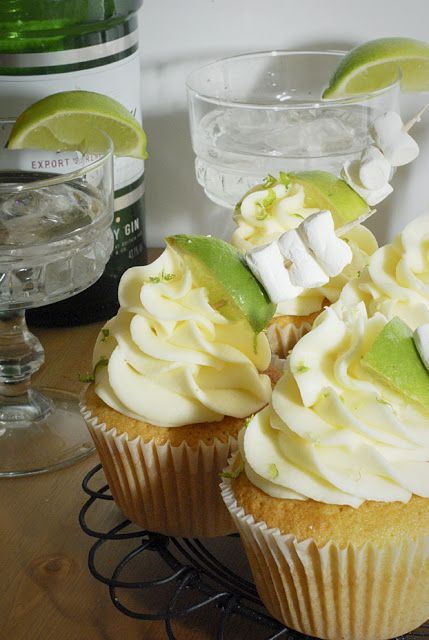 10 Cupcakes to Get You Drunk: dark chocolate red wine, gin & tonic (pictured), guiness & bailey's, beer batter & bacon, rum raisin, mojito, margarita, apple cider & whiskey, white russian, dark chocolate whiskey