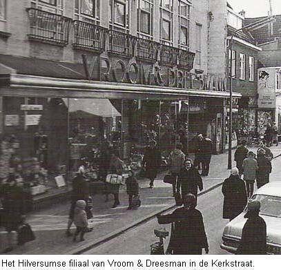 V&D in de Kerkstraat in de jaren '60 toen de tijden nog (veel) beter waren en het concern nog een leider had ipv beleggers die de dienst uitmaken in deze tijd