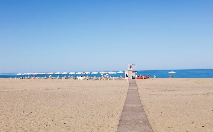 Una spiaggia attrezzata con tutti i comfort, compreso servizio bar sotto l'ombrellone e connessione wi-fi. E lontano dal caos dei lidi affollati, molto lontano! #AmaLaTuaVacanza #Sardegna #LeDunePiscinas  A fully equipped beach with all comforts, including bar service under your umbrella and wi-fi connection. And far from the chaos of crowded beaches, very far away! #LoveYourHoliday #Sardinia #LeDunePiscinas  www.ledunepiscinas.com