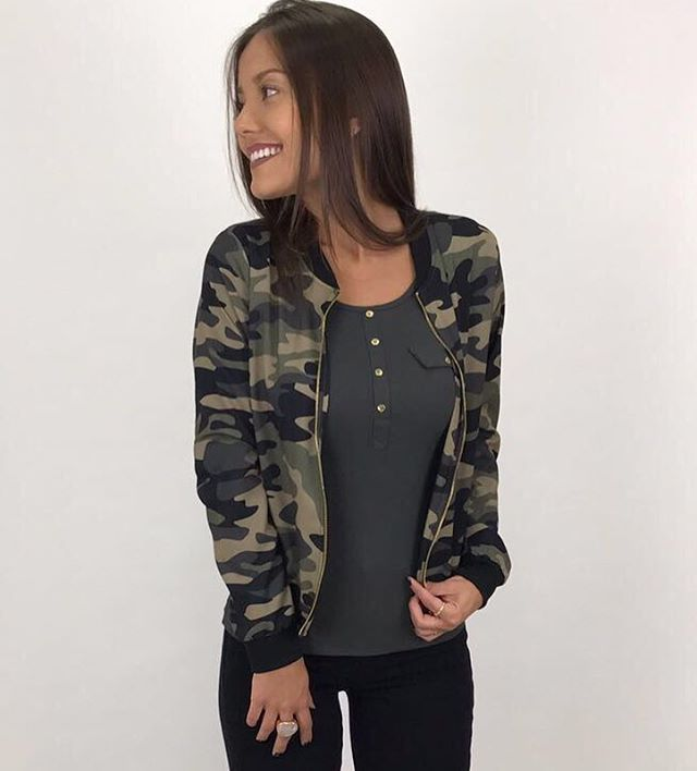 """82 curtidas, 9 comentários - Drops Feminina (@dropsfeminina) no Instagram: """" Bom dia lindezas!!!  começando o dia com essa jaqueta Bomber camuflada que é muita tendência…"""""""