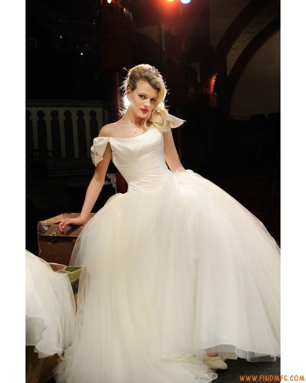 7 best moda y belleza images on pinterest fashion styles for Vintage wedding dresses austin