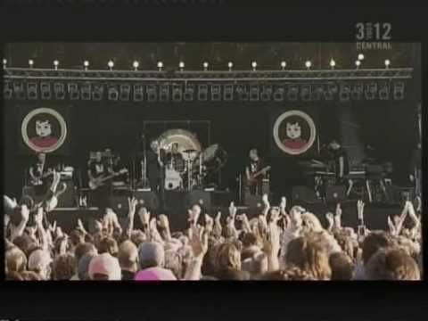 Morrissey performs How Soon is Now? live at Pinkpop