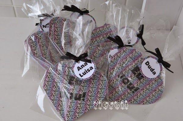 Convite recortado em formato de coração  :: flavoli.net - Papelaria Personalizada :: Contato: (21) 98-836-0113  vendas@flavoli.net