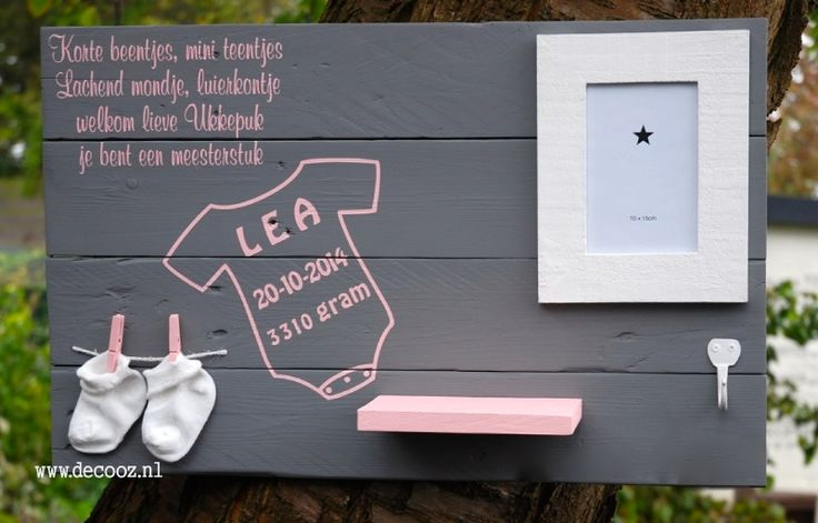 Wanddecoratiebord baby, origineel kraamcadeau met naam, babykamer, kinderkamer, wandbord met rompertje, roze bord, steigerhouten bord kinderkamer, persoonlijk kraamcadeau, lief bord met naam, babybord, roze bord, bord voor meisje, leuk voor meisjeskamer,
