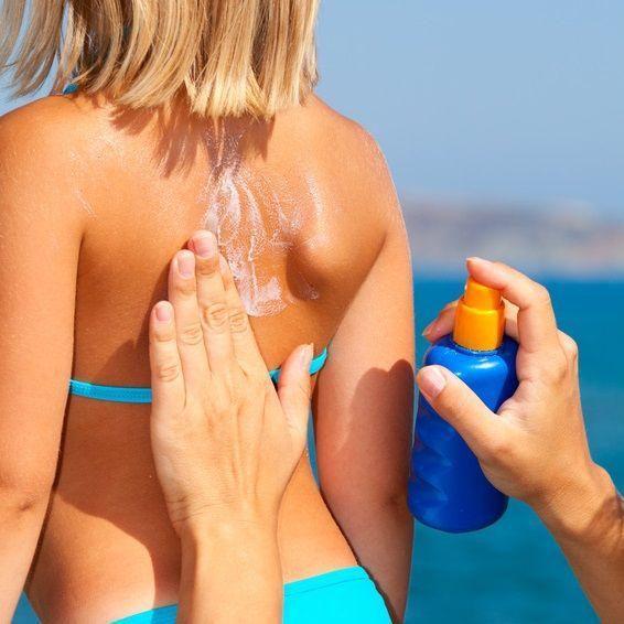 Enlever une tache de crème solaire facilement - La Belle Adresse