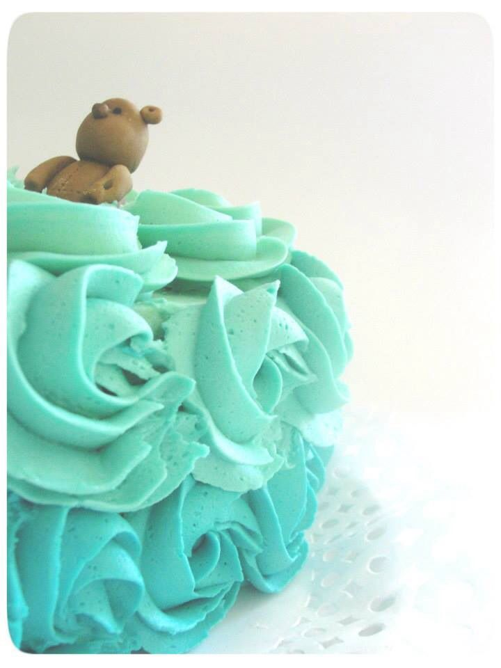 Dark chocolate and Lemon filling / Swissmeringue Buttercream Roses / Sugar Paste Teddy Bear