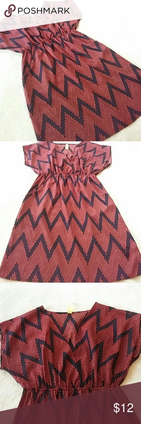 Bee Stitched/FC Dress Cute navy and rusty-orange colored chevron print dress. Plunging, open neckline. Side pockets. Elasticized under bust. 100% poly. Unlined. Would look great over tights. Excellent condition. Francesca's Collections Dresses Mini