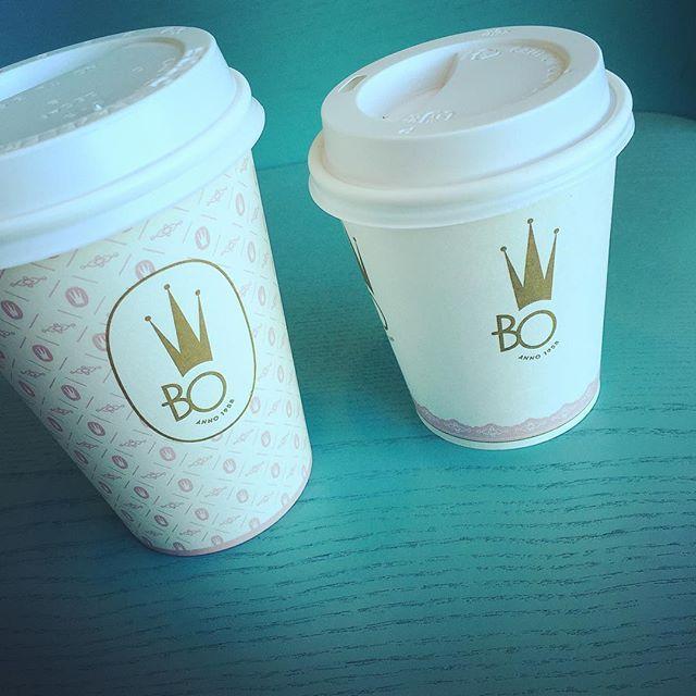 Design av profilerade kaffemuggar för Börje Olsson Konditori. Extra gott lunchkaffe idag med andra ord ☺️. #meramedia #borjeolssons #börjeolssonskonditori