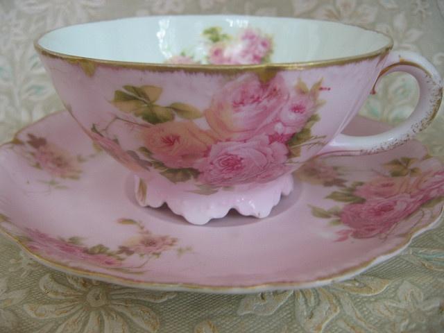 beautiful teacup & saucer: Vintage Teacups, Pink Teacups, Beautiful Teacups, Teas Time, Trifles, Soft Pink, Pink Rose, Tea Cups, Vintage Teas Cups