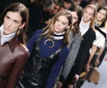 Ghesquière al gran debutto con la donna Vuitton