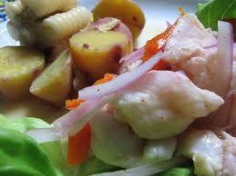 131 – Salomón Melchor, escribe sobre un plato preparado con pescado crudo y macerado en jugo de tumbo. (Estos serían los ancestros de nuestro famoso Cebiche, aunque no existen recetas, es de suponer que contenían también ajíes, porque, según el Inca Garcilaso de la Vega, el ají lo usaban con todo)