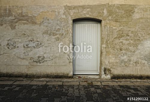 """""""Graue Mauer mit Tür auf dem Land"""" Stockfotos und lizenzfreie Bilder auf Fotolia.com - Bild 151290122"""