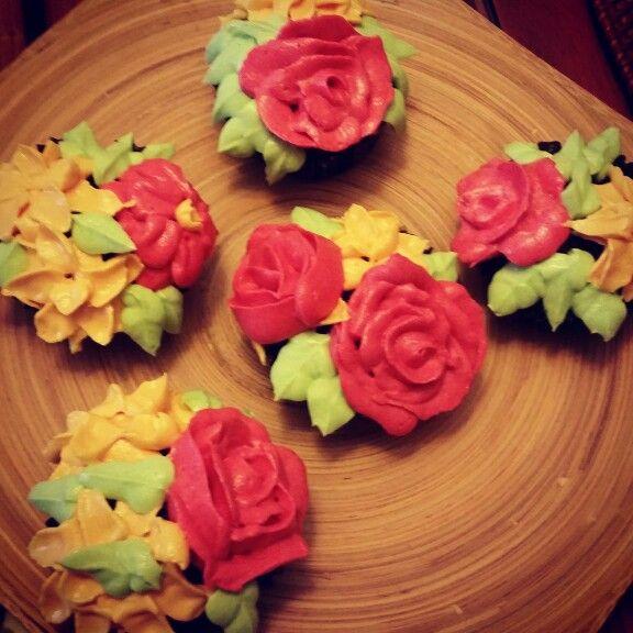 #cupcakes #flowers