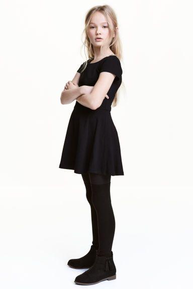 Rochie din jerseu: CONSCIOUS. Rochie din jerseu din bumbac ecologic, cu mâneci scurte, cu cusătură în talie, cu fusta cloș.