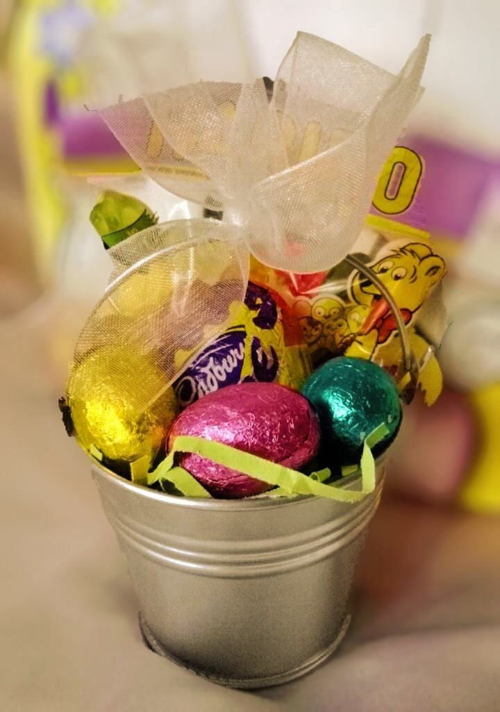 #Cute mini pail of #sweet #Easter Treats #Easter #gifts for all from as little as £1!!  #Baskets #Bunnies #Eggs #chocolate #sweets #cremeegg #giftbox #buckets #sweetngroovystuff www.facebook.com/sweetngroovystuff