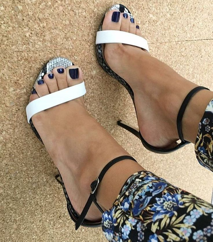 Ankle strap sandals. Tacchi Close-Up #Shoes #Tacones #Heels