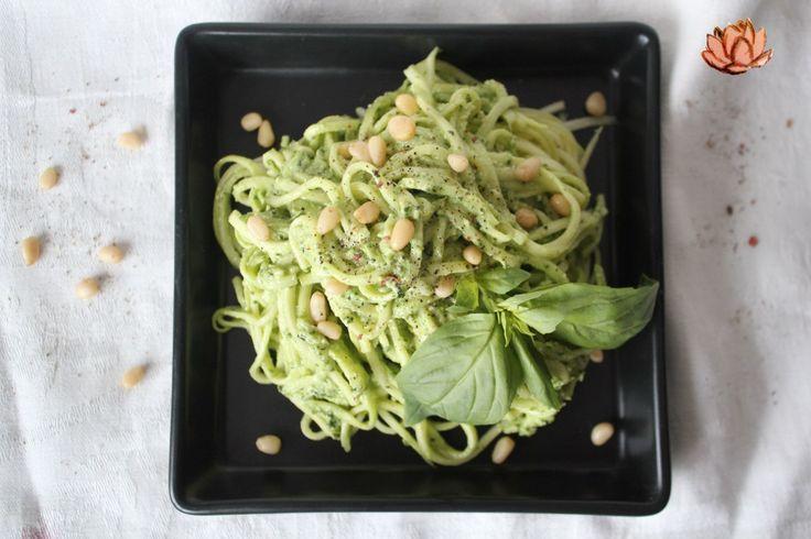 """Паста из цукини с соусом """"Песто""""  1 шт. цукини 60 г кедровых орехов 25 г свежего зеленого базилика 10 г оливкового масла 5 г сока лимона 1 ч.л. морской соли  Из цукини нарезать спагетти с помощью приспособлений какие у вас имеются для этого …если имеются). Остальные ингредиенты взбить в блендере . Смешать спагетти с соусом и выложить на тарелку. Украсить базиликом, кедровыми орешками и молотым перцем."""