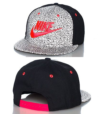 NIKE Reflective paneling snapback cap Adjustable strap on back of hat for ultimate comfort Embroidered NIKE logo onf ront with swoosh Speckled print