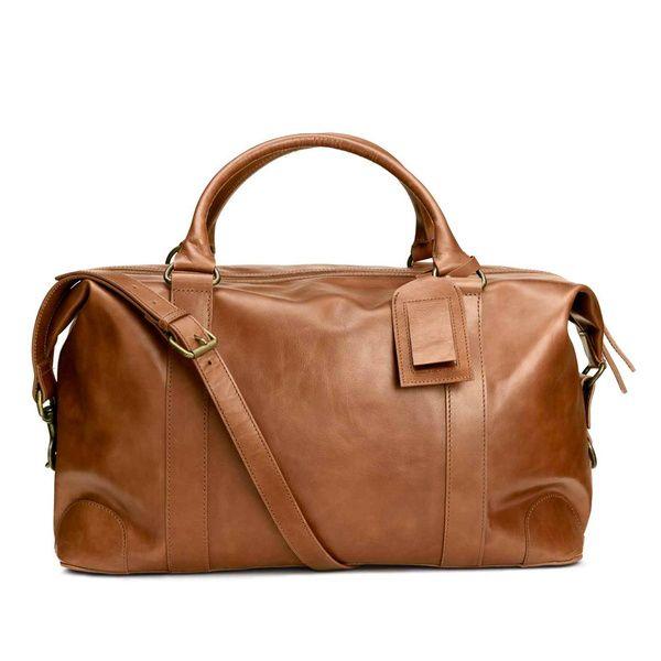 Destination : Berlin. Le sac : Sac en cuir, H&M, 179€. A ne pas oublier : un jean