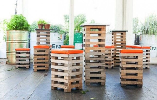 Pallet Stools: For a outdoor bar, perhaps? Storage in a bar stool? YEAH! #Pallets #DIY #RePurpose #Seating #BarStools #Storage #OutdoorSpaces