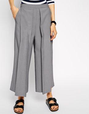 Vergrößern ASOS – Hose in mittlerer Länge mit Falte vorne