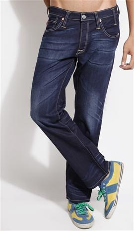 20% Off on Levis Blue Straight Fit Men – Jeans @2559