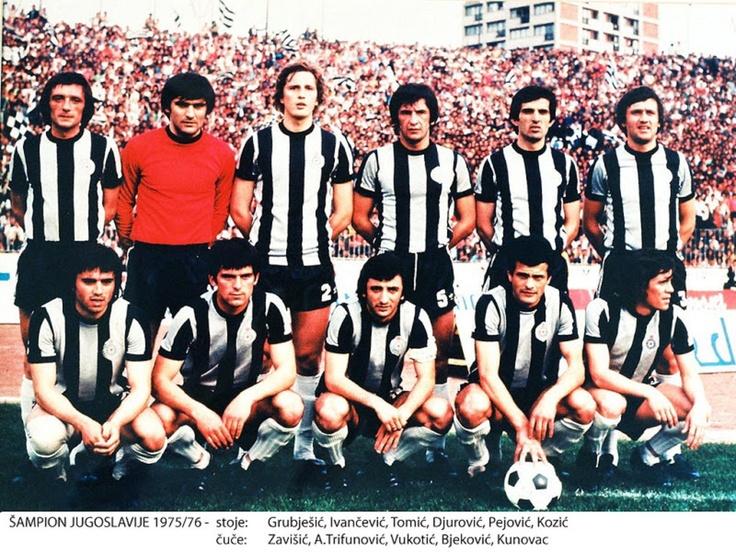 Fudbalski klub Partizan; en cirílico, Фудбалски клуб Партизан. 1975/76, Campeón de Yugoslavia.