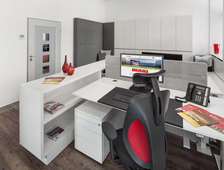 Ergonomischer Bürostuhl, Lifttisch, Stauraum, Loungebereich, Wandschrank,  Raumteiler, Screens
