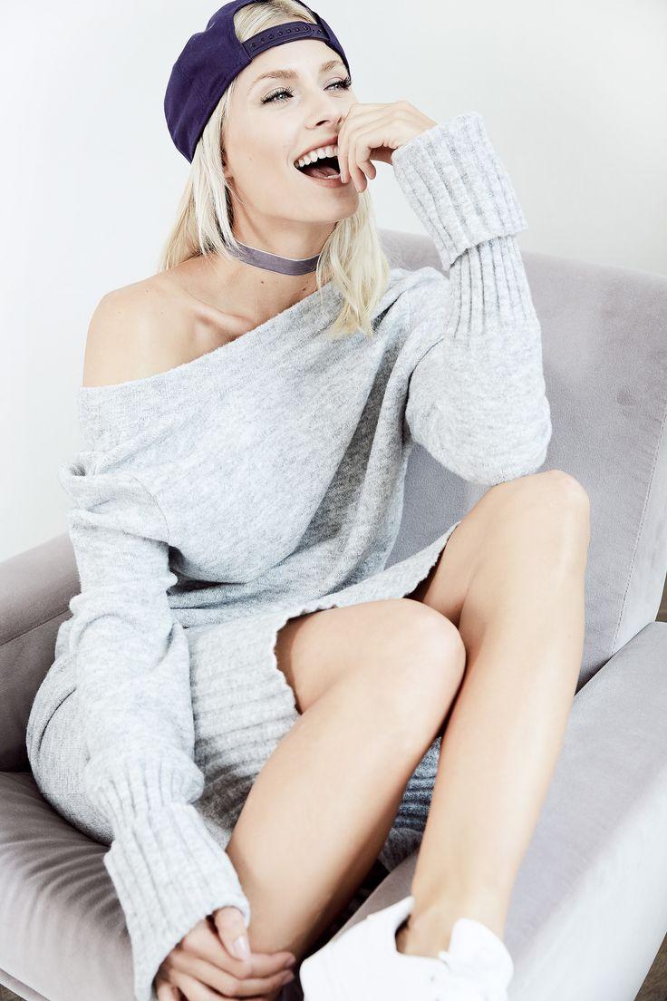 COOL GREY OUTFIT von @aboutyoude Idol Lena Gercke mit lässiger Cap zum bequemen Strickkleid.