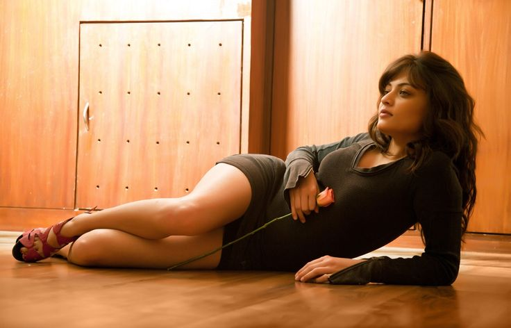 latest sneha ullal hot wallpapers