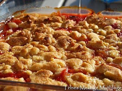 Rabarbracrumble med ingefær og jordbær » TRINEs MATBLOGG