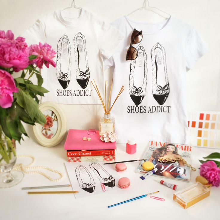 """Дизайнерские женские футболки """"Shoes Addict. Chanel"""", размеры XS, S, M, L, XL, 2XL.  Цена 990 руб. ______________ ДЕТСКИЕ ФУТБОЛКИ !!!!    Размеры 98-52 (на 1-2 года), 104-56 (2-4 года), 128-64 (5-8 лет). цена 490 р. Пара """"МАМА+ДОЧКА"""" ЦЕНА!!!! 1100 рублей"""