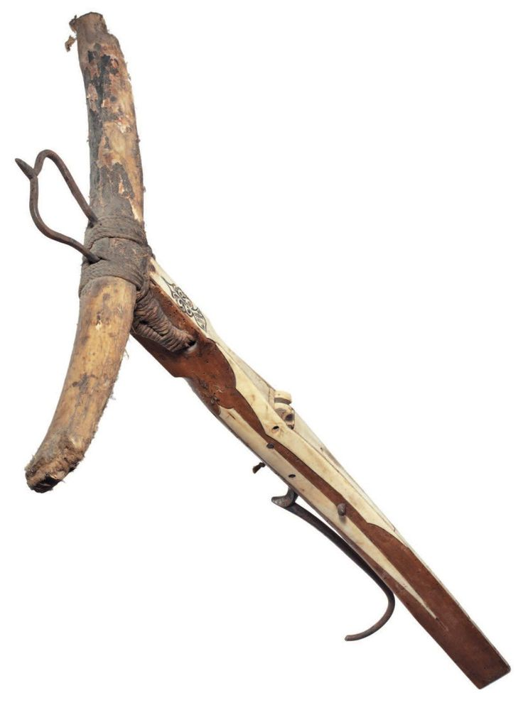 A rare Gothic crossbow, German or Swiss, late 15th century. With robust bow of so-called composite type built up from strips of horn covered with layers of sinew and the outer surfaces retaining fragments of the original decorated bark covering, retained by later cords also carrying a later iron stirrup, with pearwood long slender tiller swelling in section abo Rare arbalète gothique, Allemagne ou Suisse fin XVe siècle; avec une reconstitution