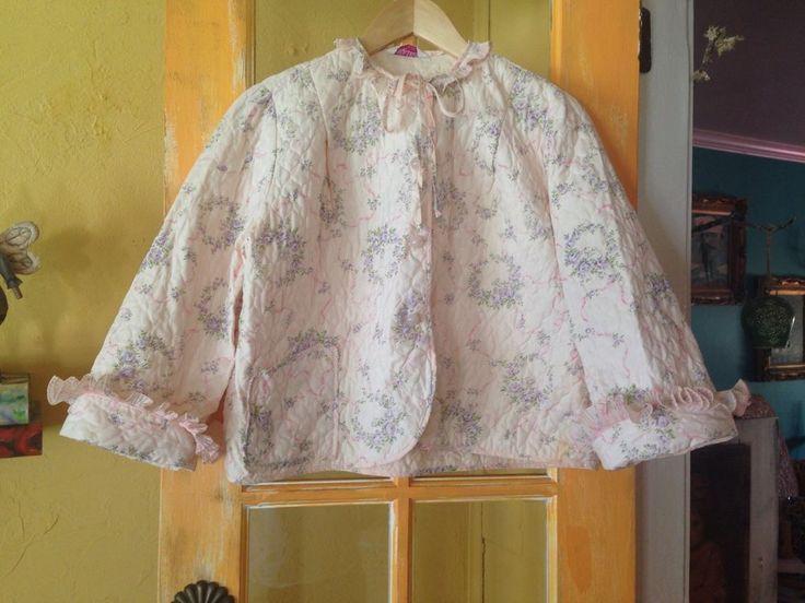 Vintage Bed Jacket Pink Pearl Buttons Floral magnolia_dawn #EvelynPearson #ShortVintageBedCoat