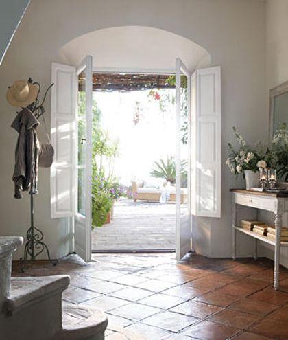 Mejores 26 im genes de puertas de entrada r stica en for Spanish style interior shutters