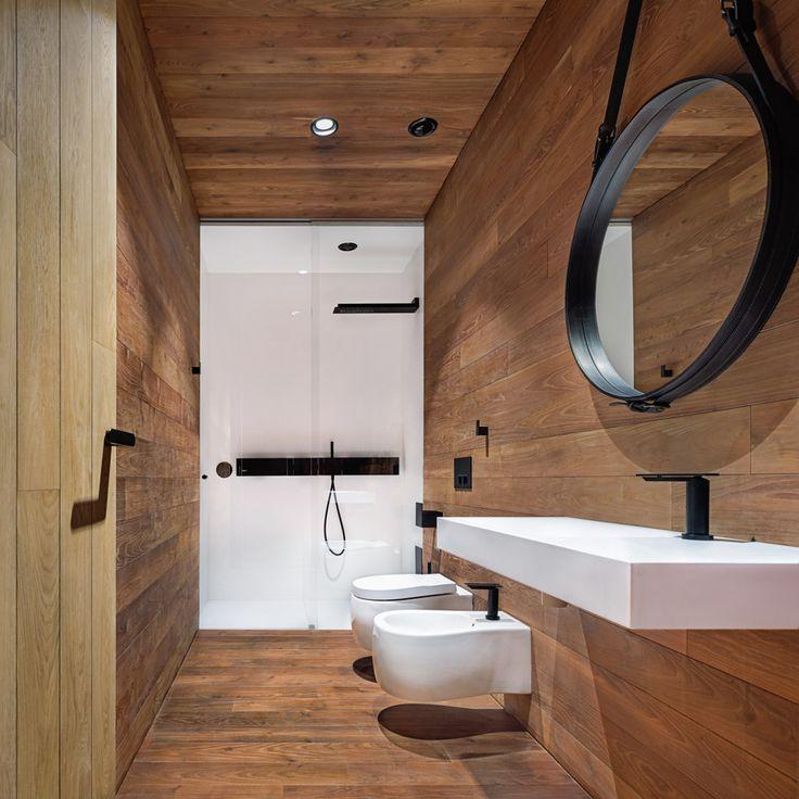bathroom doesn't include large windows, instead has a cabin like feel