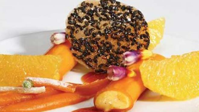 Recept voor een prachtig nagerecht waarin de sinaasappel centraal staat: Sinaasappelgelei, sinaasappel-abrikozencompote, sorbetijs van sinaasappel en zoete puntpaprika, sinaasappel- pompoenmousseline en sinaasappel- sesamkletskop