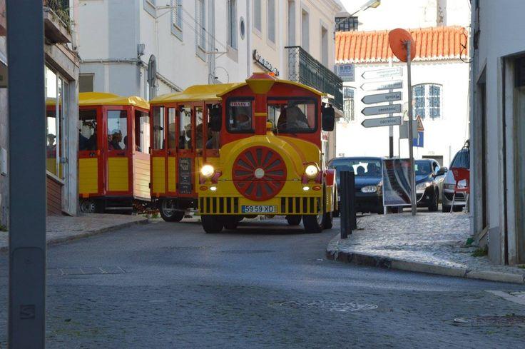 Um comboio cheio de vida em Sesimbra - sábado 19-12-2015