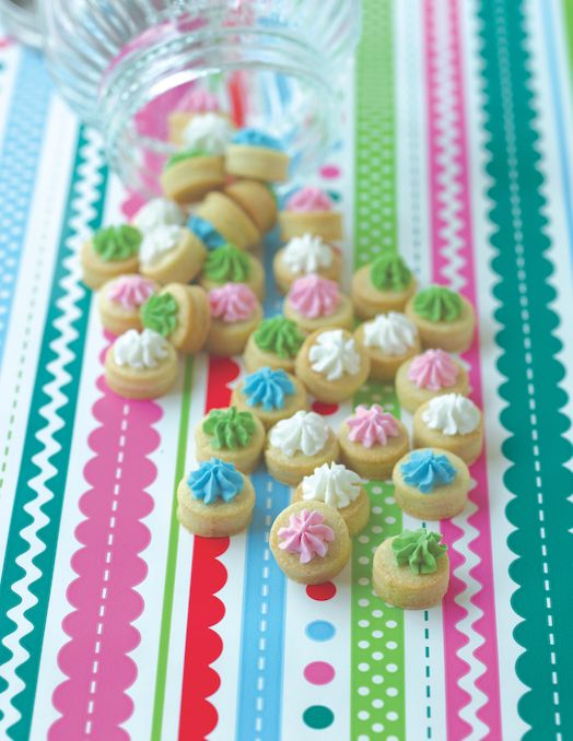 These adorable mini cookies are just the right size for little hands and are a fun treat to decorate with your kids! #mycakedecorating