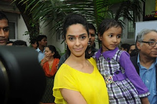 Mallika Sherawat Visits Cancer Patients Aid Association. | Bollywood Cleavage
