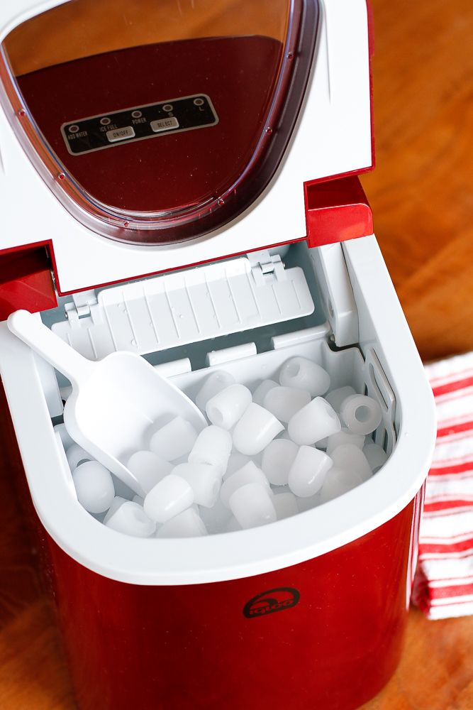 Portable Ice Maker -- the Igloo Portable Countertop Ice Maker produces as much ice as my refrigerator ice maker can in an entire day in just over 2.5 hours... What?!?! Total holiday entertaining sanity saver!!! | via @unsophisticook on unsophisticook.com