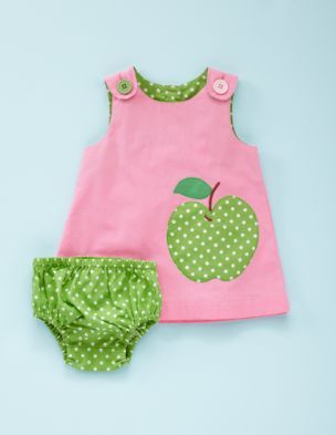 Vestido para bebé, con aplicación haciendo juego con braguita (me gusta este tipo de combinaciones) by bodenusa.
