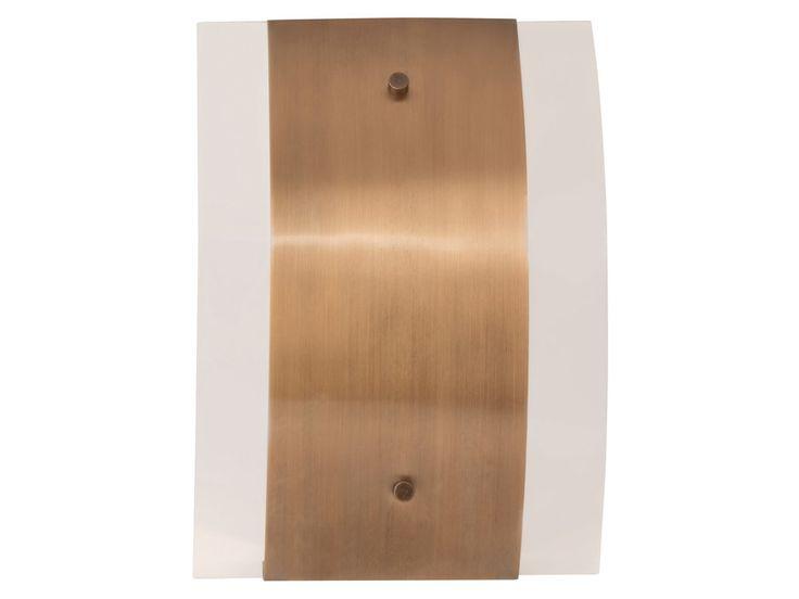 métal et verre Finition : cuivre brossé Dimensions : Longueur : 21.5 cm Profondeur : 8.5 cm Hauteur : 30 cm Fonctionne avec 1 ampoule (culot E27) puissance 60 watts non ...