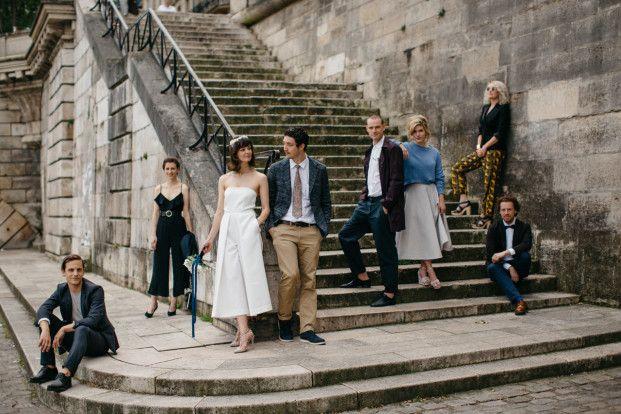 Découvrez les conseils pour réussir ses photos de groupe de mariage sur le blog www.lamarieeaxupiedsnus.com - Photo : Lifestories Wedding