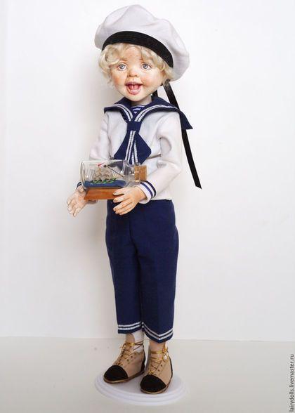 Купить или заказать Звуковая игровая кукла-смешинка 'Сева-Моряк' в интернет-магазине на Ярмарке Мастеров. Сева - игровая звуковая кукла-мальчик.Почему звуковая - в тело куклы встроен звуковой модуль, при нажатии на грудку Севы - он начинает смеяться. Его одежда полностью съемная, ручки, ножки, головка - подвижны, тельце валяное, мягкое в чехле.Волосы - козочка, их можно расчесывать, мыть, крутить, завивать - создавать прически и образы. Все сделано в нем для того, что бы с ним можно б...