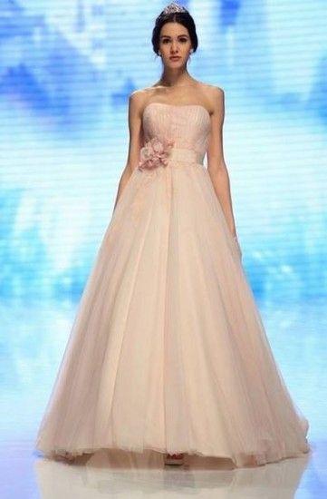 La Sfilata di Abiti da Sposa Nicole 2015 è ispirata da Audrey Hepburn Abiti da Sposa Nicole 2015 rosa